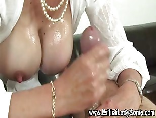 Mature lingerie brit gives tit