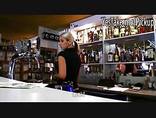 Amateur blonde bartender fucke