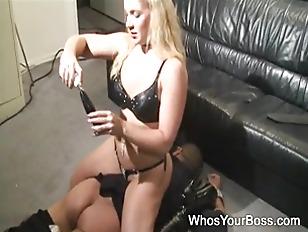 Slutty femdom sticks a dildo i