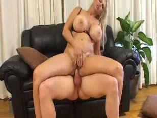 Порно с молоком из груди видео беременные лесби