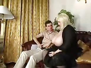 Транс лижет жопу мужику порно