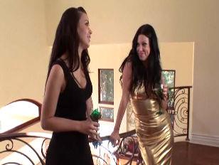 Порно видео девочек юных целок
