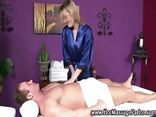 Massesue babe giving sexy mass