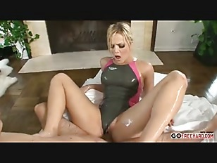 The masseur fucks Alexis Texas