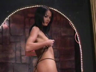 Picture Hottie Works Her Magic Onstage