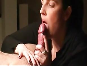 Порно бабы облизывают ноги мужикам