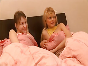 Teen 3some on bed