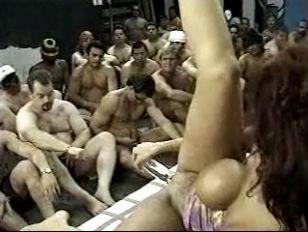 Жена и любовник унижают мужа порно ролик