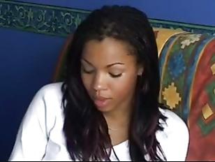 Женщина в спальне е видео