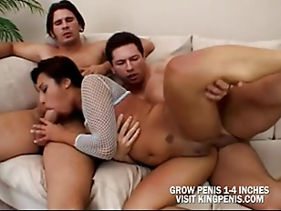 Порно рабы парни слизывают чужую сперму