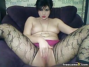 Sexy rocker babe fuck her puss