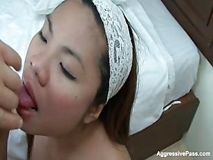 Mai Chong gobbles a Dong
