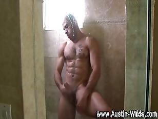 Hunky gay pornstar Austin Wild