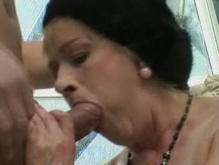 Порно видео онлайн дефлорация