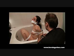 Bath bondage of submissive Hon