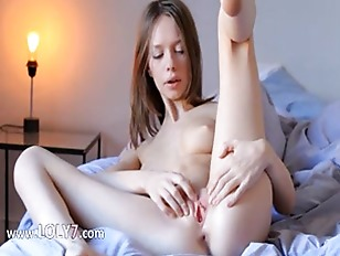 brunette sexy pose pussy