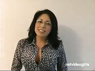 Порно как гарчи женщины канчают наружи