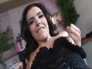 Порно видео пьяную девку пустили по кругу