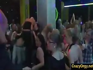 Picture Male Strippers And The 20y-Girls Who Fuck Th...