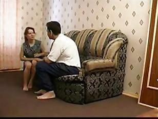 Порно девушка выебала парня стрампоном