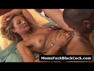 Horny sexy MILF gets pussy lic