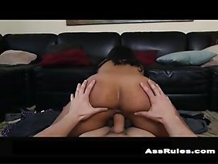 Curvy Latina twerks her ass p5