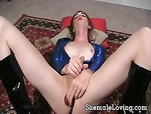 Sexy shemale in black boots di