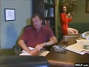Порно трансы толпой кончают в жопу мужику
