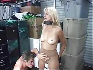 Порно девушка имеет парня стропоном