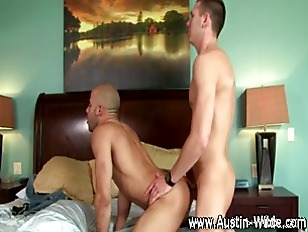 Pornstar Austin Wilde blows hi