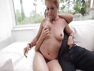 Picture Naughty Milf Kelly Leigh