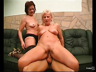 Guy has threesome with two mature ladies