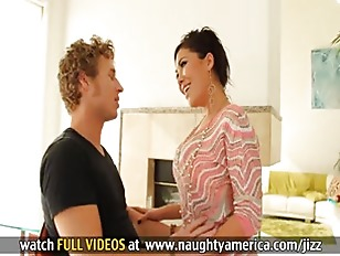 London Keyes gives sloppy blow
