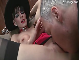 Cougar gets her pussy rubbed h