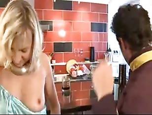 Парень сосет молоко из груди порно