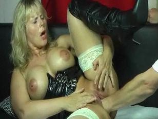 Порно видео молодой пацан ебет взрослую жещину