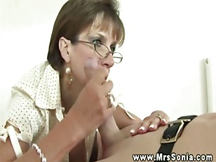 Miss Sonia gets a handfull of