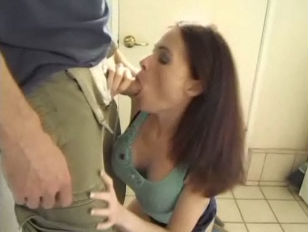 Picture MILF Ginger Lea Does Anal