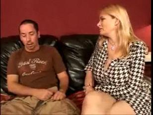 Гинеколог лесбиянка трахает красивую девушку видео секс