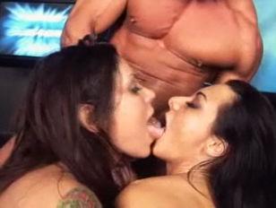 Девушки срут друг другу на лицо видео