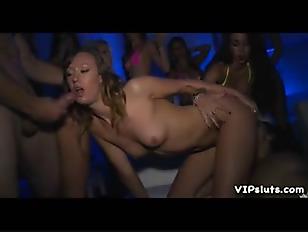Порно доят мужика