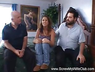 Мужик кончил сперму в пизду