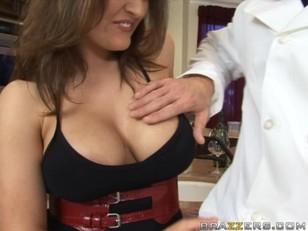 Порноролики русское девушка со страпоном имеет парня