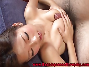 Asian BJ amateur gives a amazi