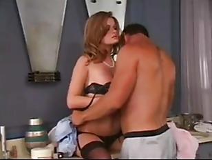 Пьяная жена изменяет пока муж спит порно