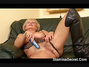 Hot Babe Sucked A Huge Cock