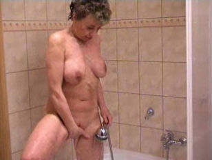 Picture Anna Masturbate On The Shower