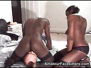 2 sturdy black girls facesit a