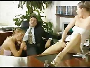 Порно с анальной пробкой с хвостом