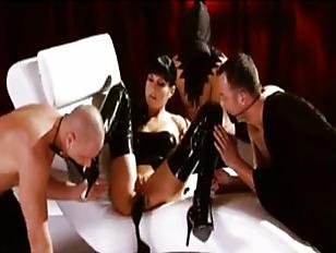 Скандальный эротический фильм
